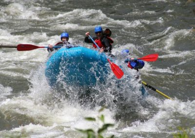 Klickitat-2009-06_002_raft lifting up in front